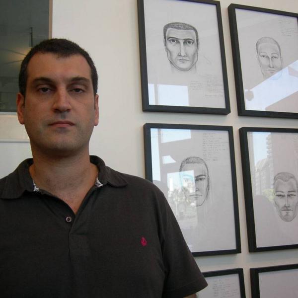 JUAN DE HARAIBEDIAN LE ROBA A MAURIZIO CATTELAN