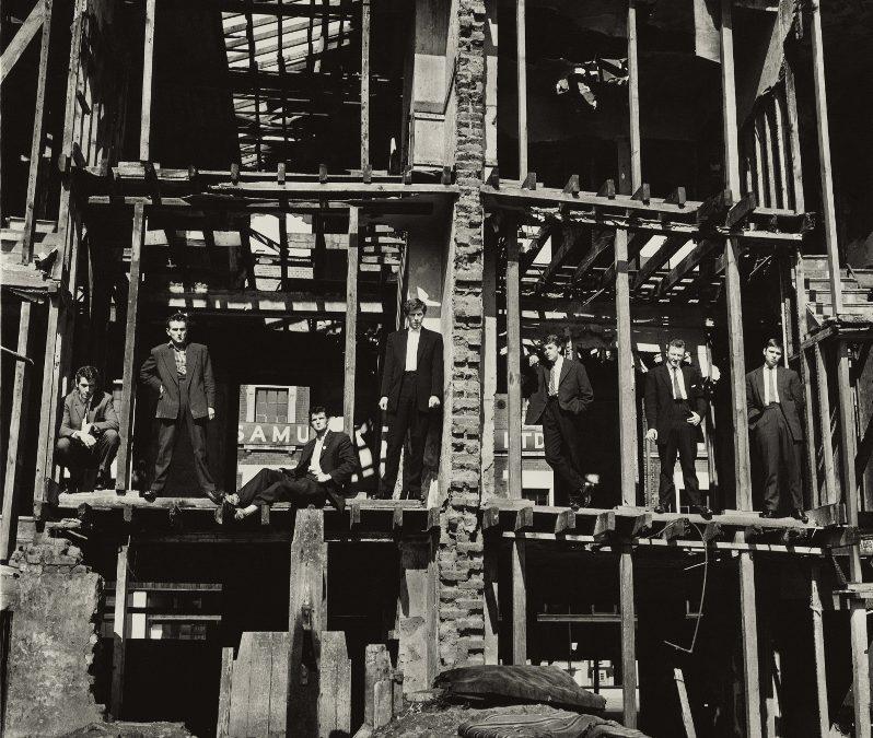 DON McCULLIN: EL FOTÓGRAFO QUE DEFINIÓ LO COOL EN LONDRES Y QUE EN EL CAMPO DE BATALLA QUIZO TRANSFORMAR AL HUMANISMO EN UNA ESTRATEGIA IMPERIAL