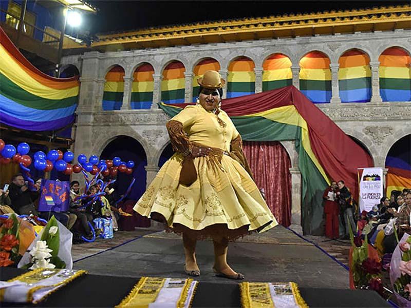 BOLIVIA ELIGE SU PRIMER MISS CHOLITA TRANS