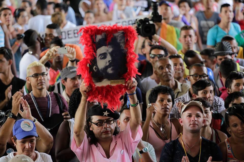 LA CAÑECHAT CON EL CHE DE LOS GAYS Y LA PREGUNTA ES QUÉ ES SER HOMOSEXUAL HOY