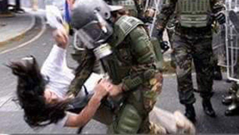 'AMENAZARON CON PENETRARLA CON EL FUSIL': INDH DENUNCIA GRAVE ACTUAR DE MILITARES CONTRA UNA MUJER