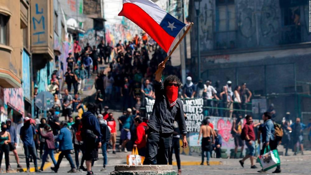 BRAD PITTBULL: 'VIVA CHILE… HACE DÍAS ESTÁBAMOS CANTANDO JUNTOS EN CONCEPCIÓN Y SANTIAGO, PARA LEMEBEL (LA LOCA POETA)'