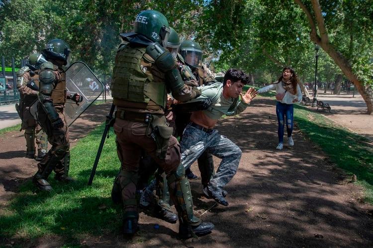 'DAN ASCO LOS MILITARES EN CHILE PERO LA TECNOLOGÍA Y LAS REDES SOCIALES ESTÁN CAMBIANDO TODO'
