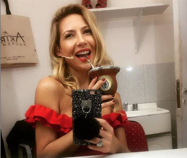 'LA SEXY Y CASI RUBIA FABIOLA YÁÑEZ QUIÉN DOMINA DOS IDIOMAS: ESPAÑOL Y ESPAÑOL NEUTRO – TIENE MI SÍ ABSOLUTO'
