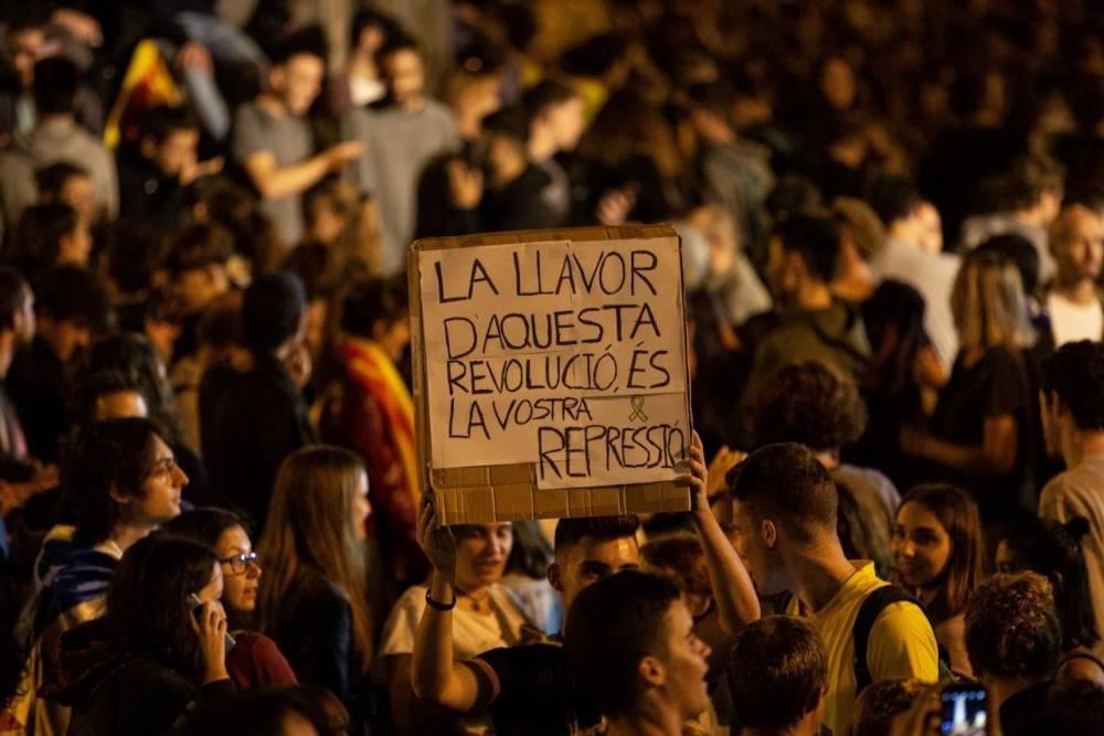 BRAD PITTBULL: 'LO DE CATALUNYA ES LA REVOLUCION DE LOS CHETOS'