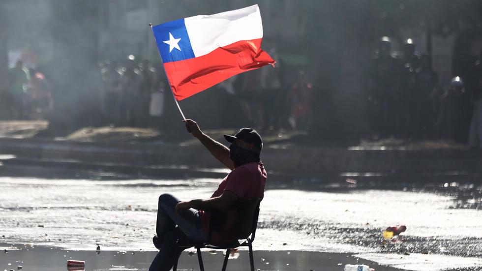 'EL PROBLEMA AHÍ NO ESTÁ EN EL RICO QUE JUEGA A SER POBRE, SINO CUANDO EL POBRE JUEGA A SER PERRO DEL RICO'