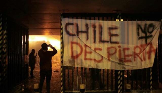 'SE CIERRA UN CERCO MEDIÁTICO SOBRE LOS MEDIOS CHILENOS QUE APOYAN LA INTENCIÓN DE LA DERECHA DE FRENTE A DIFERENTES SECTORES DE LA CLASE MEDIA'