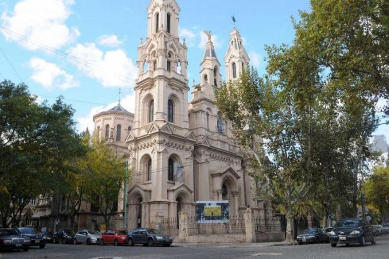 OTRO CASO DE ARBOLES MAL EMPLAZADOS: LA IGLESIA SANTA FELICITAS EN BARRACAS