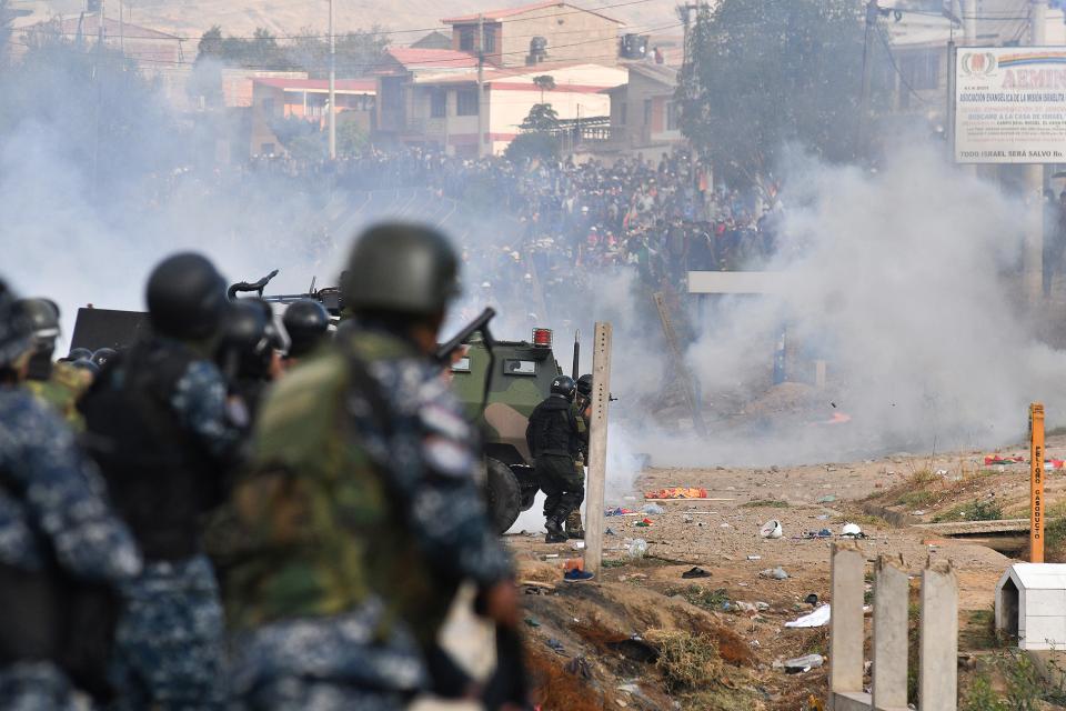 TREMENDA REPRESIÓN A LA MANIFESTACIÓN INDÍGENA EN BOLIVIA