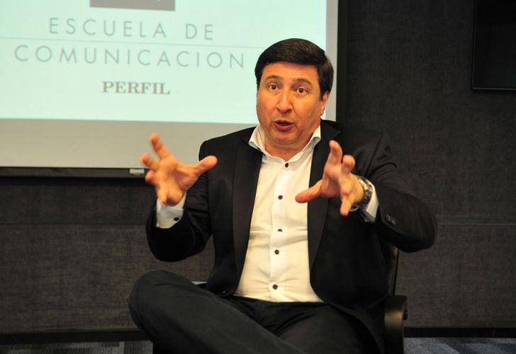 CATADOR DE ASEOS: 'QUÉ ESPANTO EL ESTILO DE TELEPASTOR EVANGELISTA DE DANINEL ARROYO HABLANDO EN PÚBLICO'