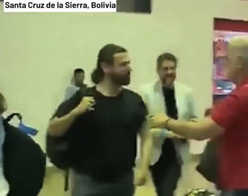 GRABOIS INSULTADO Y ESCRACHADO EN EL AEROPUERTO VIRU VIRU DE SANTA CRUZ DE LA SIERRA: 'ACÁ TENÉS PROHIBIDO HACER POLÍTICA'